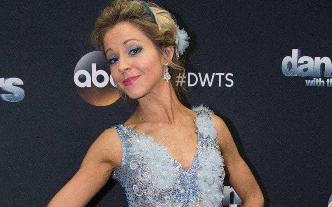 'DWTS': Lindsey Stirling Brought to Tears by Painful Rib Injury, Powers Through for Epic 'Halloween' Dance